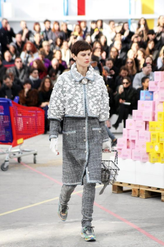 chanel-shopping-center-PFW-fw-14-17