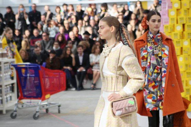 chanel-shopping-center-PFW-fw-14-18