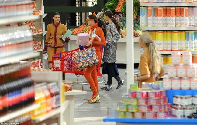 chanel-shopping-center-runway-fw-2104-15-1 (1)
